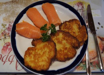 Knuspriger Kartoffelpuffer mit Räucherlachs - Rezept - Bild Nr. 1521