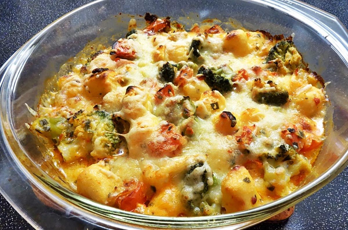 gnocchi gratin mit broccoli und tomaten in ajvar sauce rezept. Black Bedroom Furniture Sets. Home Design Ideas