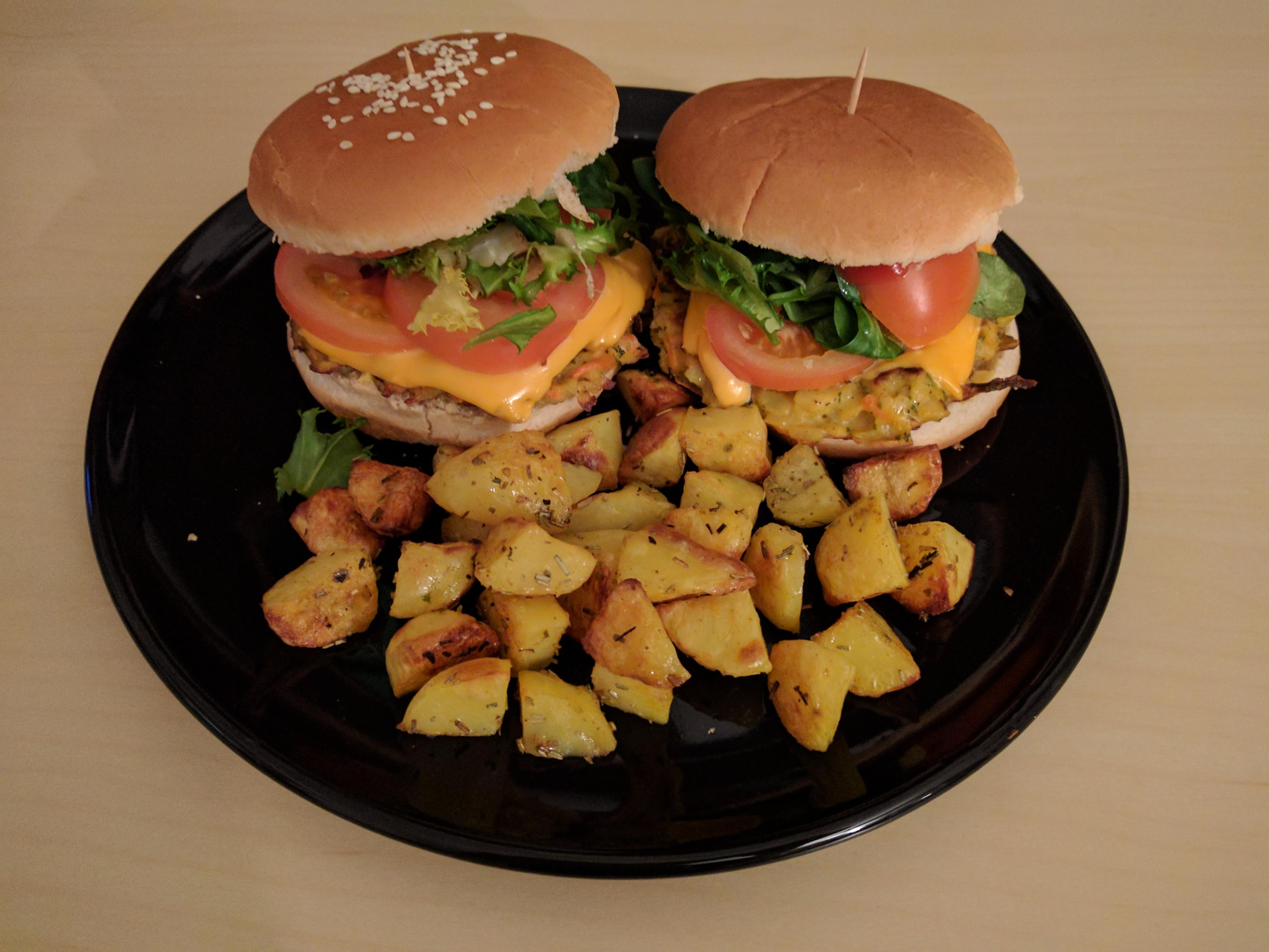 Vegetarischer Burger mit Ofenkartoffeln - Rezept Eingereicht von Strawberryfairy