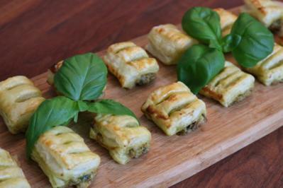 Blätterteigröllchen mit Pesto-Ricotta-Füllung - Rezept - Bild Nr. 2