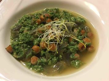 Rezept: Spinatcreme in klarer Kichererbsen-Suppe mit Eierstich