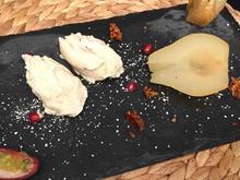 Geschmorte Birne im Knuspermantel mit Mandel-Tonkabohnen-Eis - Rezept - Bild Nr. 2