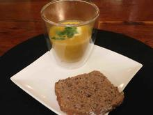 Karotten-Erdnuss-Ingwer-Suppe mit Kokosmilch an deftigem Brot - Rezept - Bild Nr. 1763