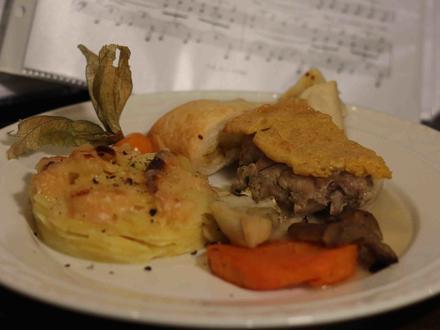 Kaninchen an Estragon-Soße mit Senf-Kruste und Kartoffel-Gratin mit Ofengemüse - Rezept - Bild Nr. 2