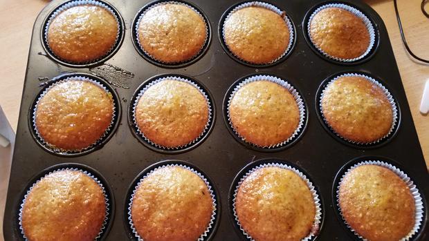 Nuss-Muffins mit Aprikosenmarmelade bestrichen - Rezept - Bild Nr. 1851