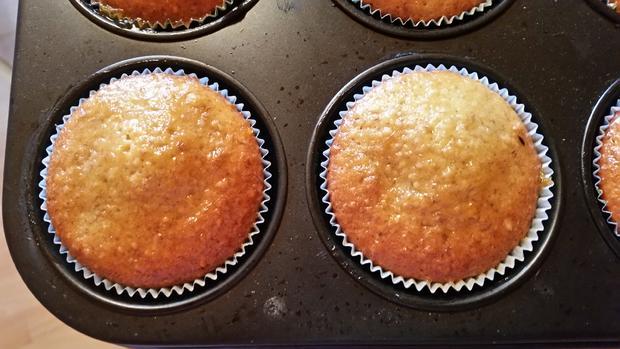 Nuss-Muffins mit Aprikosenmarmelade bestrichen - Rezept - Bild Nr. 1852