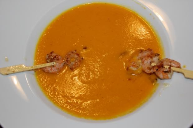 Karotten-Ingwer-Kokos-Suppe mit Scampispießen - Rezept - Bild Nr. 1937