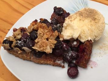 Blaubeerkuchen mit Crunch und selbstgejodelter Sahneeiscrème - Rezept - Bild Nr. 2