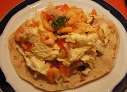 Gemischter Salat mit Party Garnelen auf Chapati Brot - Rezept - Bild Nr. 2043