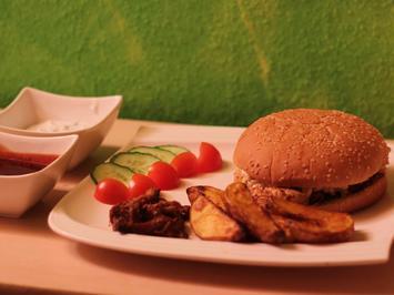 Rezept: Pulled-Pork-Sandwich mit Wedges, Sour Cream und BBQ Soße
