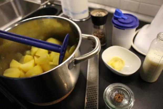 Salzbohnenkartoffelpüree mit Cabanossi und Spiegelei - Rezept - Bild Nr. 2075