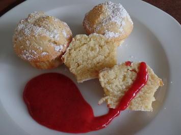 Rezept: Mini-Muffins mit Erdbeersoße