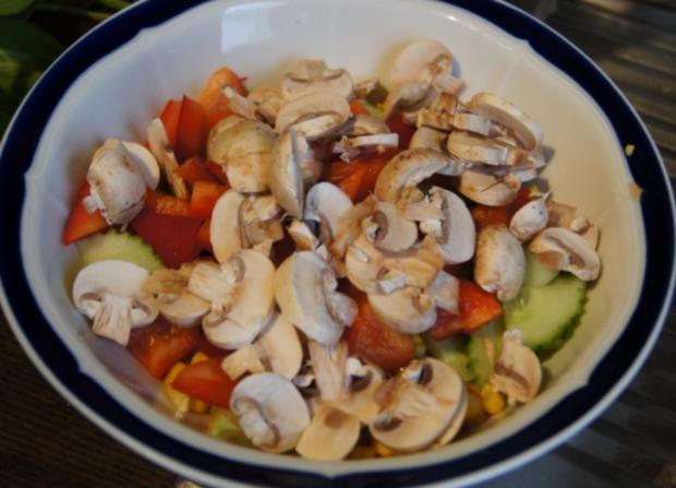 Gemischter Salat mit Soja-Essig-Dressing und Party Garnelen - Rezept - Bild Nr. 2107