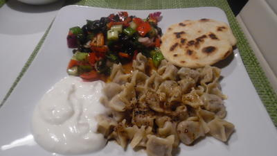 Rezept: Manti mit Joghurt-Knoblauch-Soße und Paprika-Butter