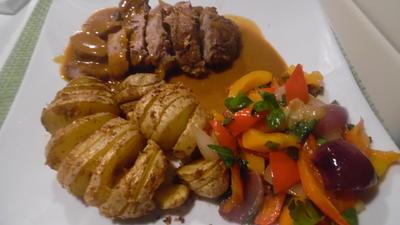 Rezept: Lammkeule in Honig-Knoblauchsoße mit Paprika-Gemüse
