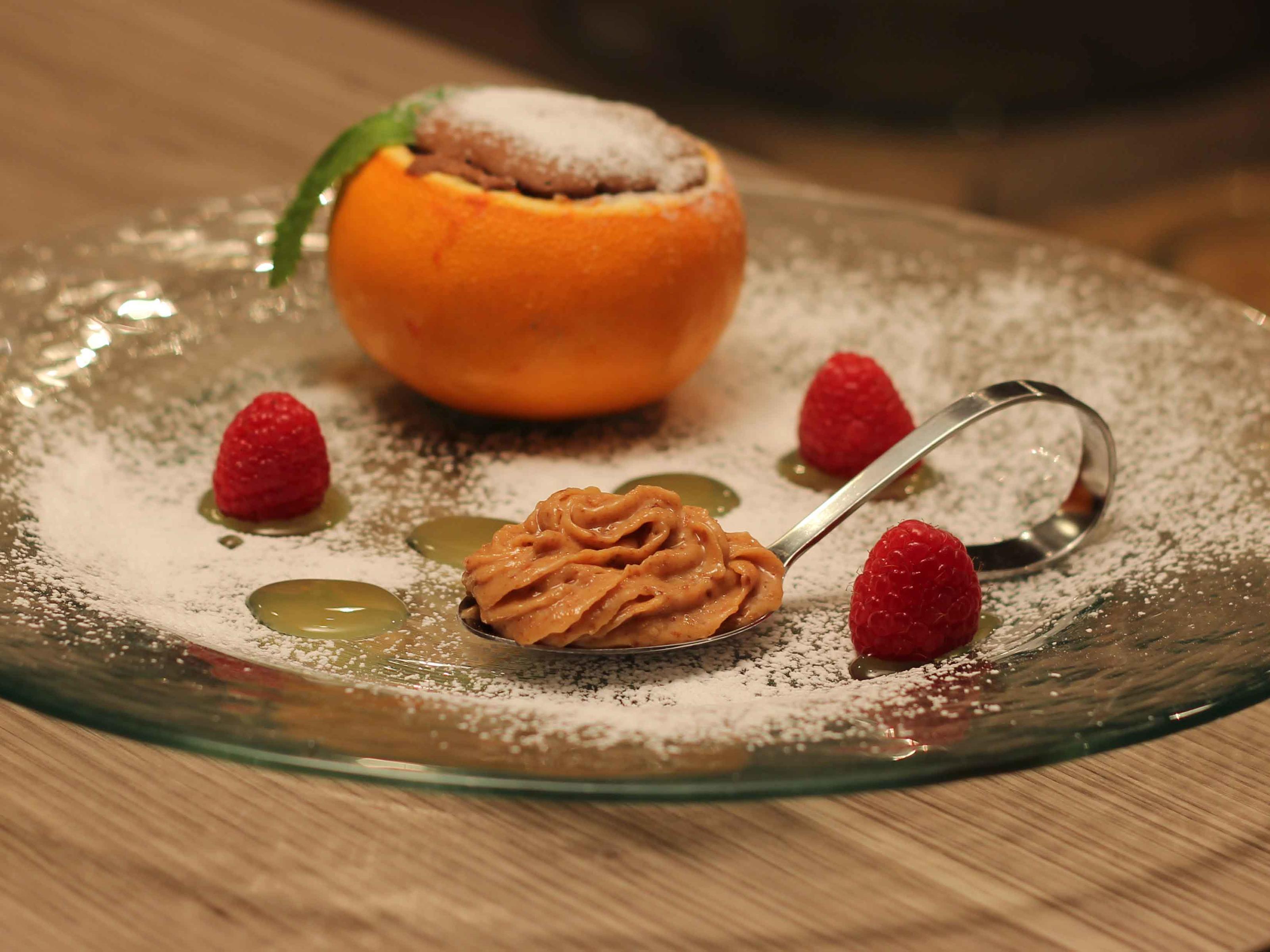 Schokokuchen in Orangenschale mit Amarettini-Frischkäsecreme und Orangensauce - Rezept Eingereicht von Das perfekte Dinner