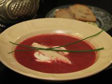 Rote Bete Süppchen mit geräuchertem Forellenfilet und Walnussbrot - Rezept - Bild Nr. 2