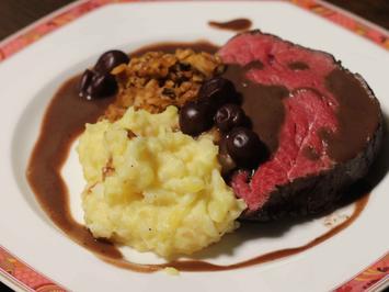 Rinderfilet auf Sellerie-Kartoffel-Stampf mit Rotwein-Schokoladen-Soße - Rezept - Bild Nr. 2215