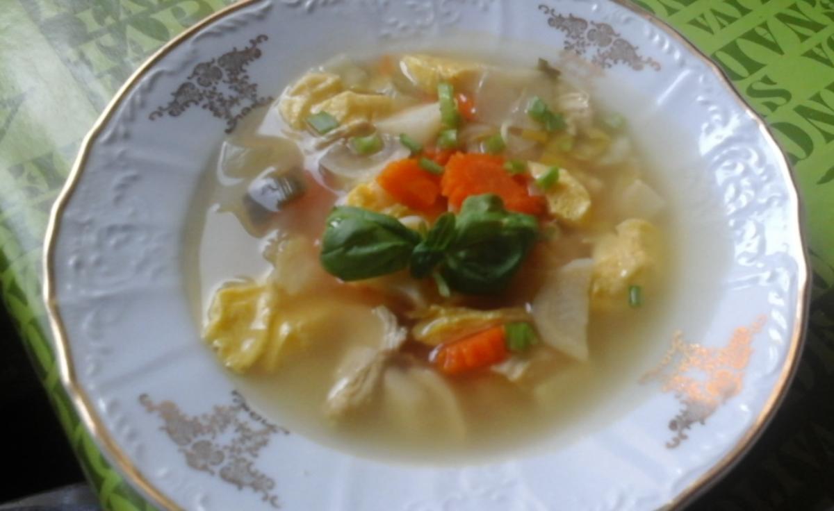 Gemüsesuppe mit Hähnchenbrustfilet und Eierstich - Rezept von MausVoh