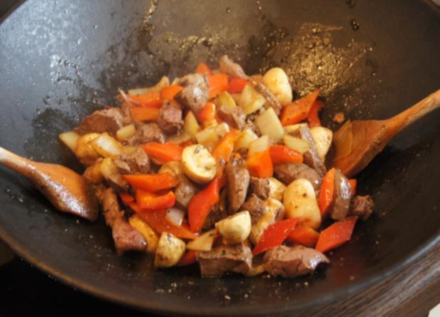 Kalbsleber im Wok mit Gemüse und Curryreis mit Erbsen - Rezept - Bild Nr. 2331