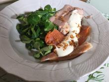 Zweierlei Lachsforelle auf Feldsalat mit Meerrettich-Schaum und Speckgrieben - Rezept - Bild Nr. 2376