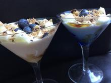 Naturjoghurt mit Obst an Honig und Keks - Rezept - Bild Nr. 2351
