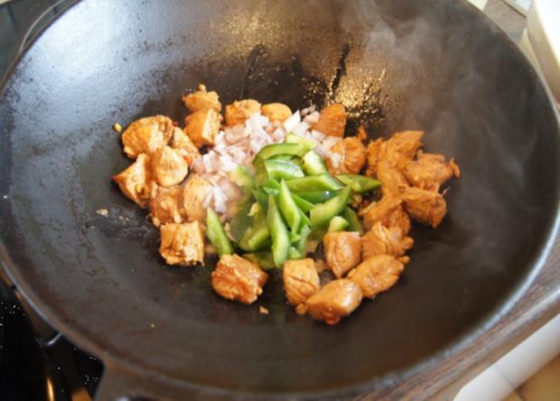 Putengulasch im Wok mit Curry-Blumenkohl-Reis - Rezept - Bild Nr. 2354