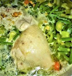 Hühnersuppe mit Hähnchenschenkeln, anstelle, von Huhn a la Britta - Rezept - Bild Nr. 2