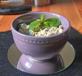 Rezept: Pikanter Ziegenfrischkäseaufstrich mit frischen Kräutern