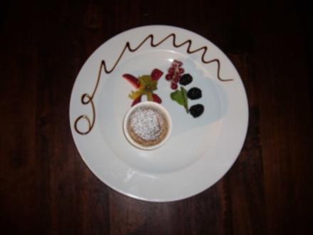 Soufflee aus weißer Schokolade und Senf an Obstragout - Rezept