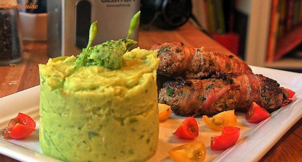 Gefüllte  Hackfleischröllchen im Baconmantel mit Bärlauch-Kartoffelpüree - Rezept - Bild Nr. 3