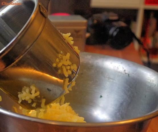 Gefüllte  Hackfleischröllchen im Baconmantel mit Bärlauch-Kartoffelpüree - Rezept - Bild Nr. 15