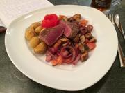 Filetsteak auf Champignons, Zwiebeln und Tomaten - Rezept - Bild Nr. 2442