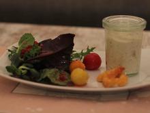Frischkäsemousse mit Blattsalat an Preiselbeer-Dressing - Rezept - Bild Nr. 2439