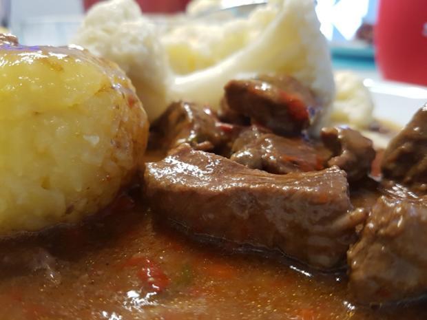 Fleisch / Rind = Gulasch à la Biggi  - Rezept - Bild Nr. 2446
