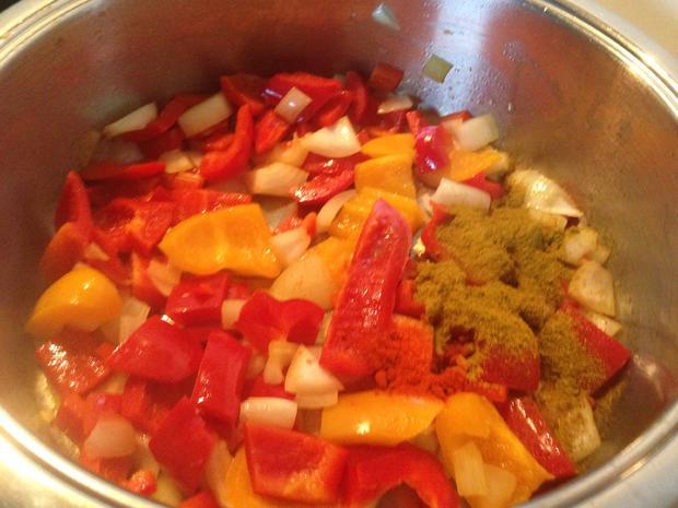 Buletten mit Paprikareis und fruchtiger Currysoße - Rezept - Bild Nr. 2458