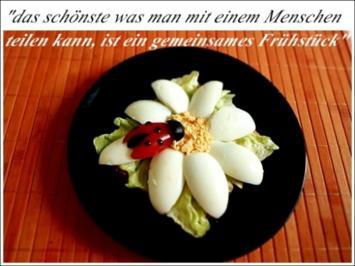 Rezept: Glücksbringer – Golden Toast mit Eisbergsalat, Eiern und Marienkäfer