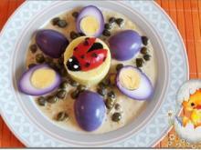 """""""Marienkäfer"""" auf Kartoffeltürmchen und  Violett-Eiern mit       Kapernsauce - Rezept - Bild Nr. 2443"""