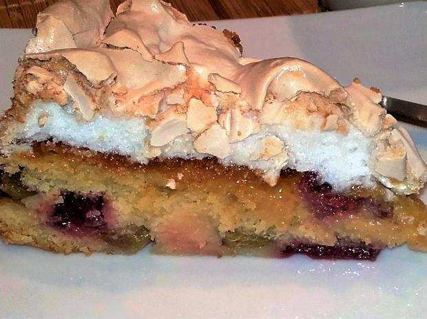 Erdbeer- Rhabarber- Kuchen mit Baiser - Rezept - Bild Nr. 2470