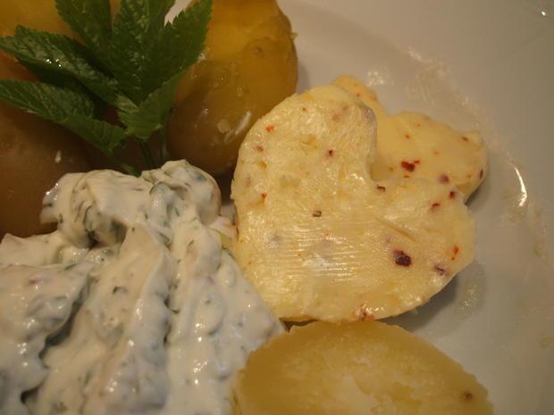 Käse: Käse-Dreierlei mit Kartoffelzweierlei und Chilibutter - Rezept - Bild Nr. 2547