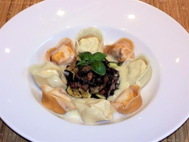 Selbstgemachte Tortellini mit Parmesan- Sauce - Rezept - Bild Nr. 2531