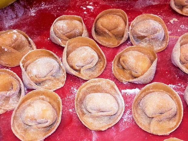 Selbstgemachte Tortellini mit Parmesan- Sauce - Rezept - Bild Nr. 2540