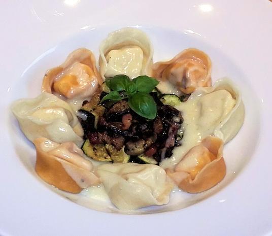 Selbstgemachte Tortellini mit Parmesan- Sauce - Rezept - Bild Nr. 2541