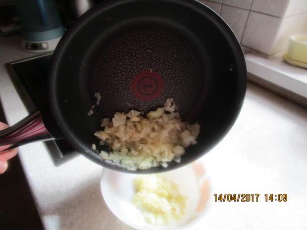 Cevapcici mit Djuvec-Reis und scharfen roten Zwiebeln - Rezept - Bild Nr. 2585