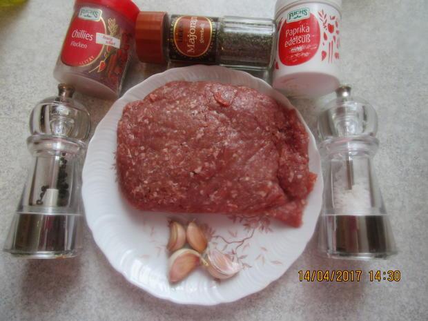 Cevapcici mit Djuvec-Reis und scharfen roten Zwiebeln - Rezept - Bild Nr. 2592
