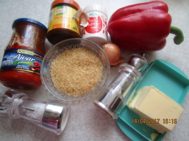 Cevapcici mit Djuvec-Reis und scharfen roten Zwiebeln - Rezept - Bild Nr. 2603