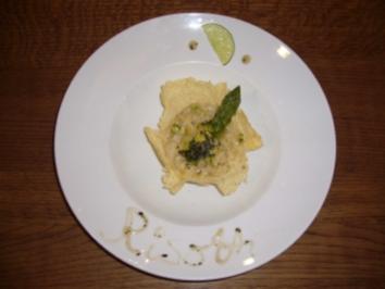 Spargelrisotto mit Minze und Zitrone in der Parmesanhippe - Rezept