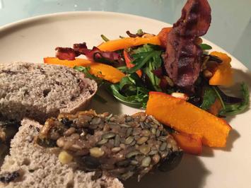 Lauwarmer Kürbis-Balsamico-Zwiebel-Salat mit Rucola - Rezept - Bild Nr. 2