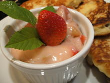 Dessert: Erdbeer-Rhabarber-Grütze - Rezept - Bild Nr. 2786