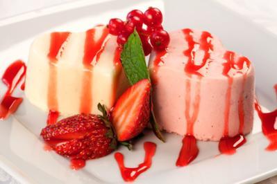Vegane Panna Cotta mit Eis und Erdbeersoße - Rezept - Bild Nr. 2814
